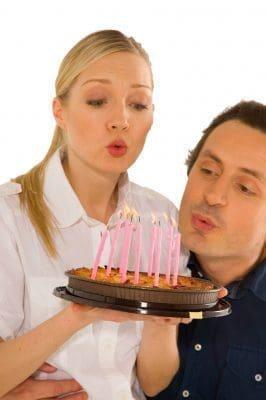 Románticos mensajes de feliz cumpleaños para mi novio con imágenes
