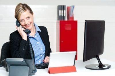 Bellas palabras para saludar a las secretarias por su día con imágenes