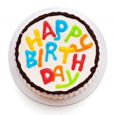 celebración en cumpleaños, celebrar cumpleaños, celebrar onomástico