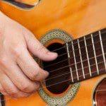 Ejemplos de canales de Youtube para aprender a tocar guitarra, clases de guitarra online, mejores canales de Youtube para aprender a tocar guitarra, técnicas para aprender a tocar guitarra en Youtube, clases online de guitarra para principiantes, aprender técnicas para tocar guitarra en Youtube